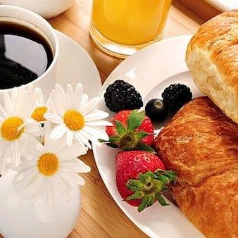 Hello samedi ... c'est petit-déjeuner offert dans vos  boutiques de la rue de seze ..alors venez faire votre shopping en...